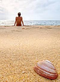 liegen-am-strand